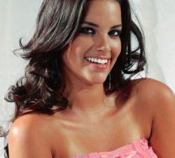 Adriana Zubiate en Topless