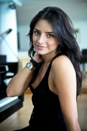 Aislinn Derbez Fotos