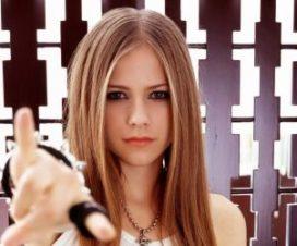 Avril Lavigne Muestra sus Tatuajes en Maxim