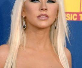 Christina Aguilera en la Cama Desnuda