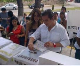 Foto Galilea Montijo Acude Votar