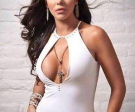 Julia Orayen Subastará el Vestido Blanco que uso en el Debate