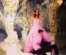 Kaley Cuoco se Casa con un Hermoso Vestido de Novia Color Rosa