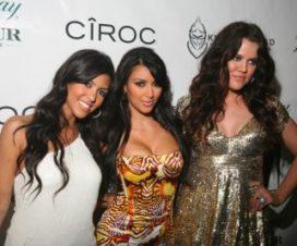 Foto Posan Las Hermanas Kardashian en Topless