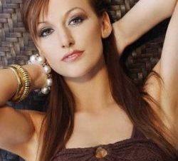 La Soldado Katrina Hodge Combat Barbie Posa en Lencería