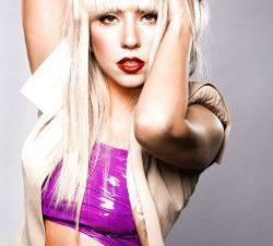 Lady GaGa Desnuda en la Revista OUT