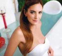 Luciana Aymar Sensualidad a Flor de Piel
