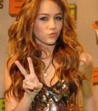 Miley Cyrus Está Involucrada en un Escándalo Sexual