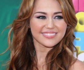 Miley Cyrus y su Tatuaje Bajo el Seno Impresionan a más de Uno