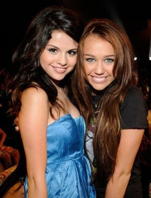 Miley Cyrus y Selena Gómez