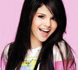 Hackean Cuenta de Twitter y Facebook de Selena Gómez